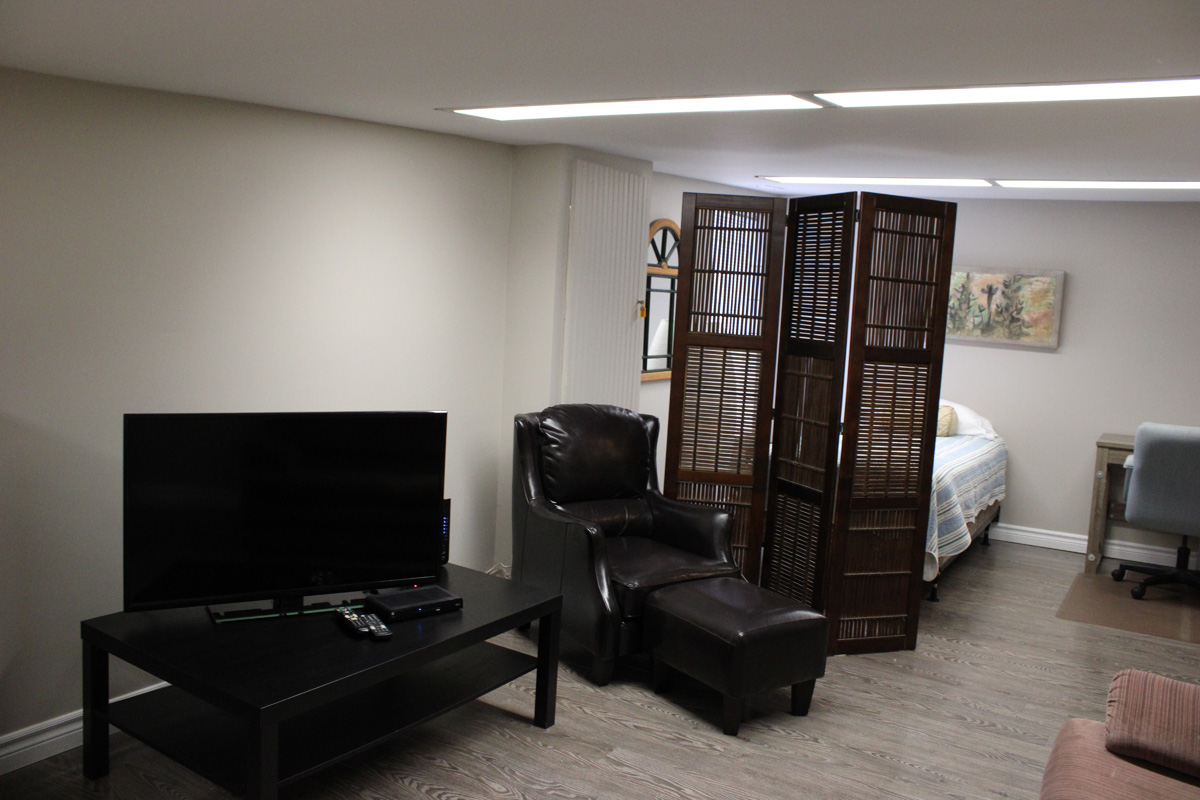 Hotel Guest House In Sudbury Ontario The Copper Kettle Guest House Executive Two Bedroom Apartment Suite